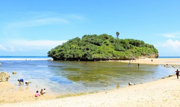 Pantai-Drini1